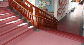 幼儿园的地面材料怎么选择